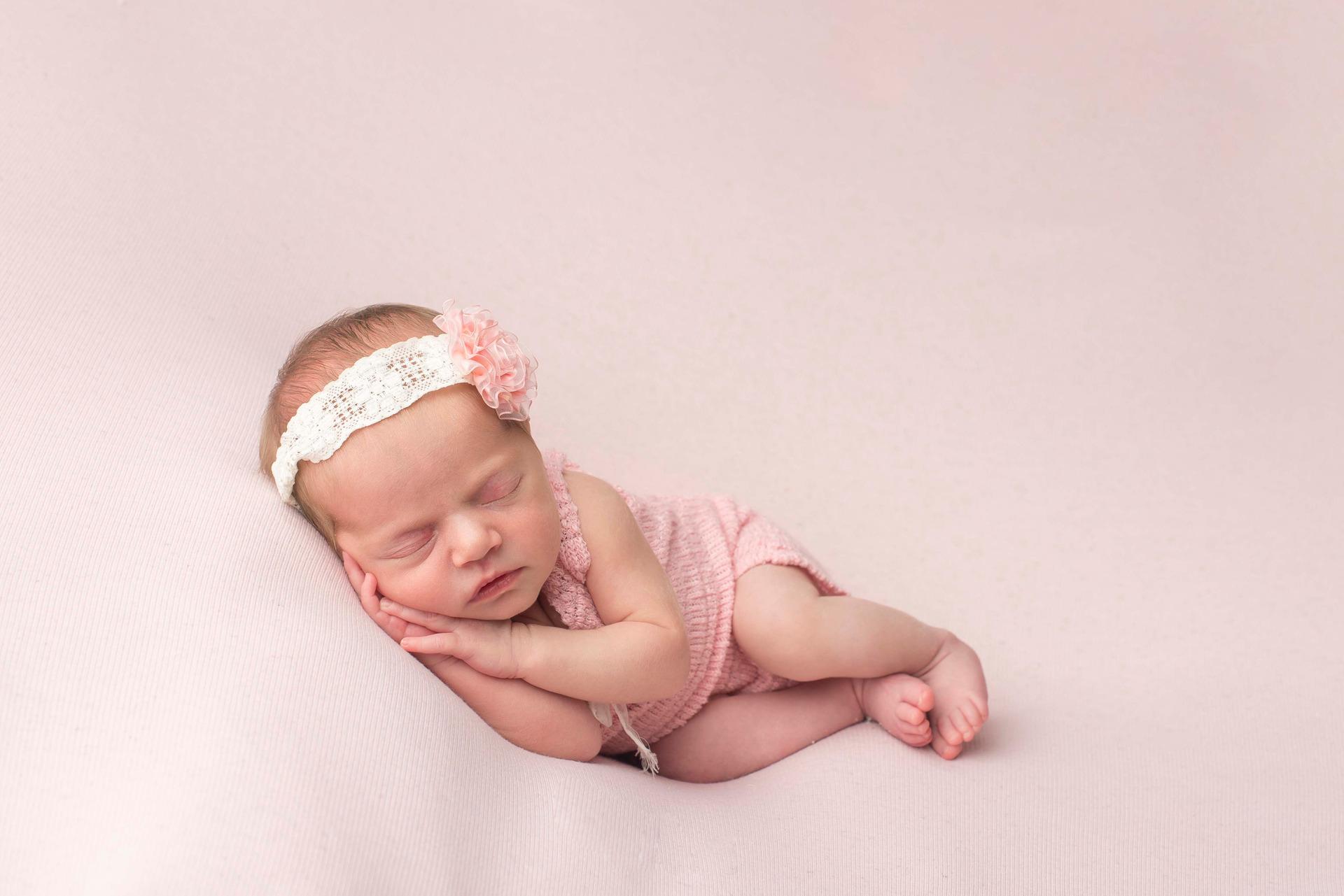 newborn menina, ensaio newborn, newborn rosa, newborn, bebê, nascimento, foto de bebê, foto de recem-nascido, fotos fofas, inspiração foto bebê, família, amor
