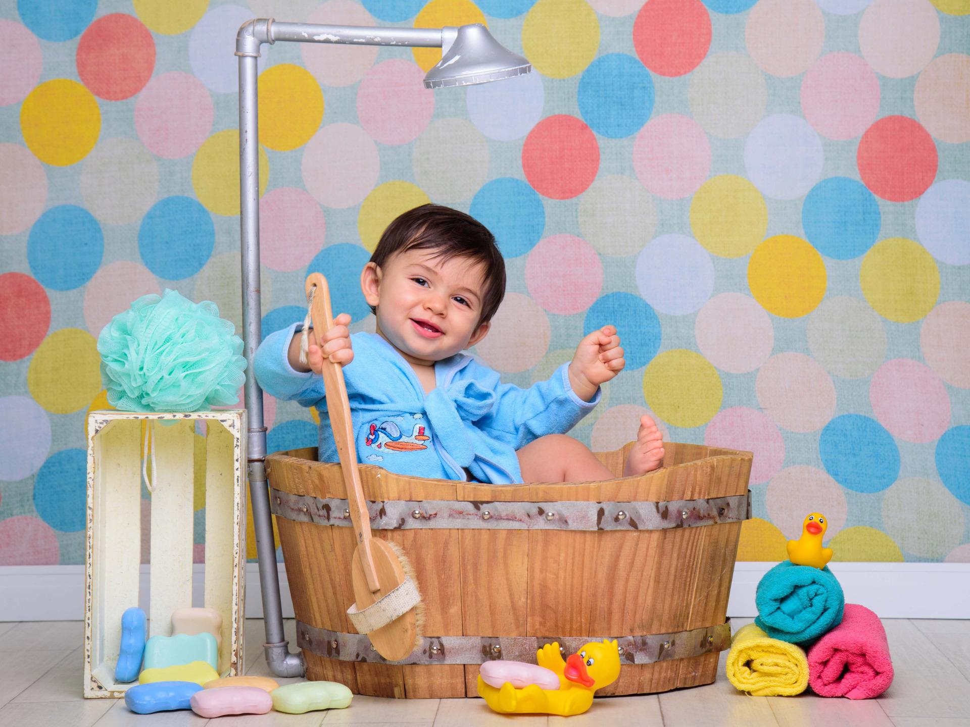 hora do banho, briquedos de banho, espuma, bolhas de sabão, banho divertido, bebê tomando banho, sessão fotografica de banho, banheira, foto infantil na banheira, chuveiro, chuá chupa, patinho de banheira, fotos de bebê, ensaio infantil
