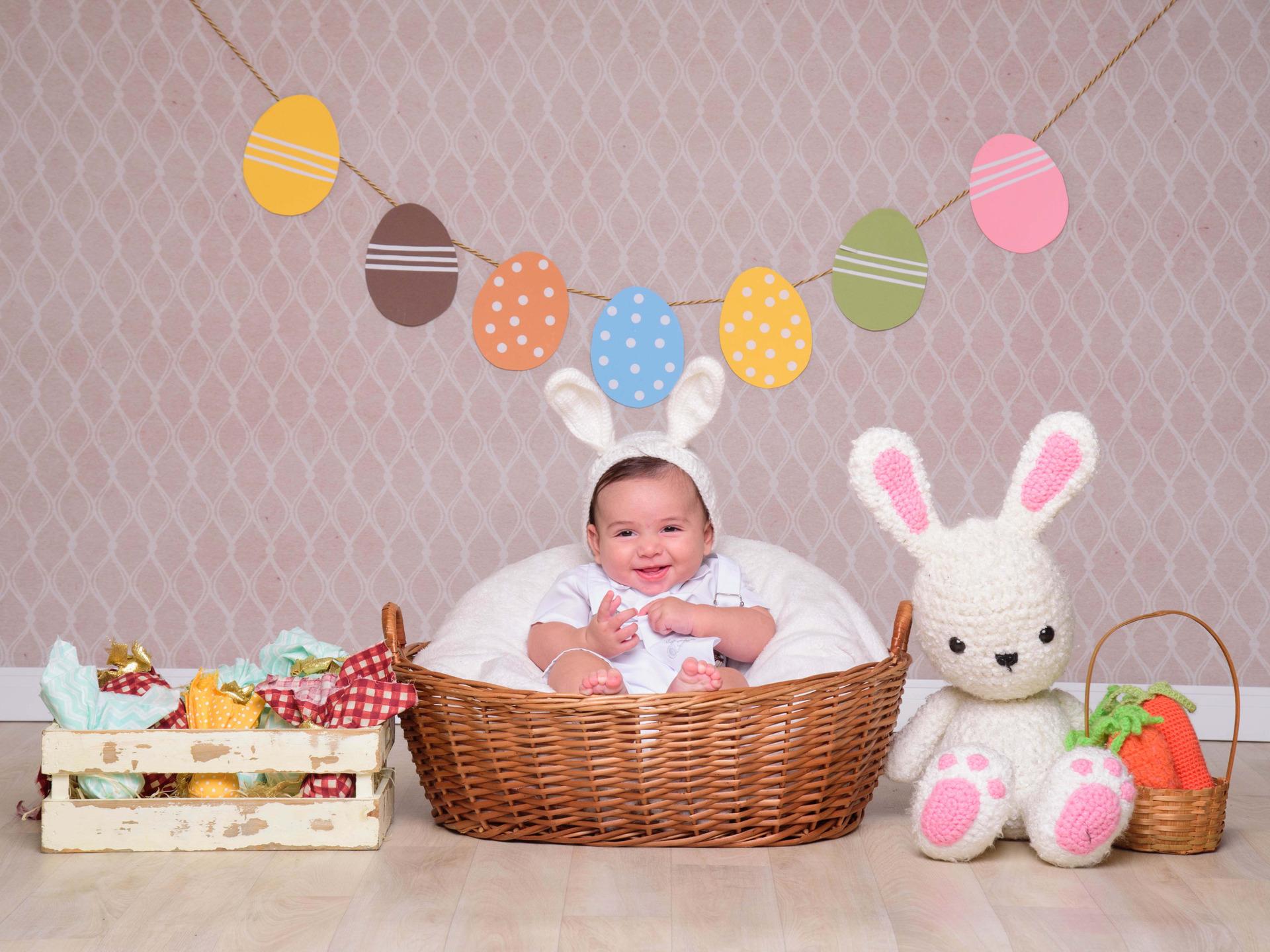 sessão de fotos páscoa, coelho da páscoa, coelhinho, orelhinha, bebês de orelhinha, chocolate, ensaio páscoa, bebês fantasiados, foto de bebê, ensaio infantil, fotografia infantil, inspiração ensaio bebês, bebês fofos,