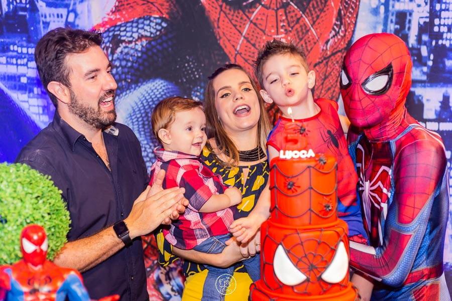 Foto de festa infantil do homem aranha realizada no Buffet Infantil Fabula Maringa. Fotografa Rose Babicz