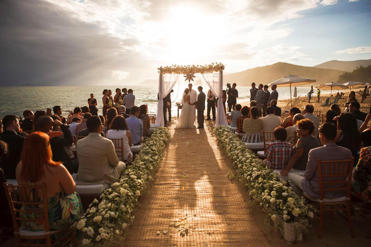 casamento-na-praia-por-do-sol