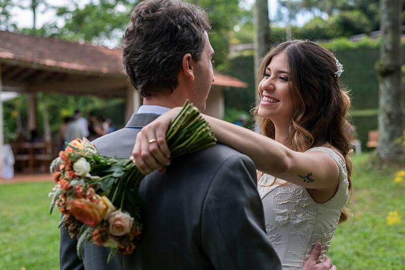 casal-sorrindo-ensaio-de-noivos