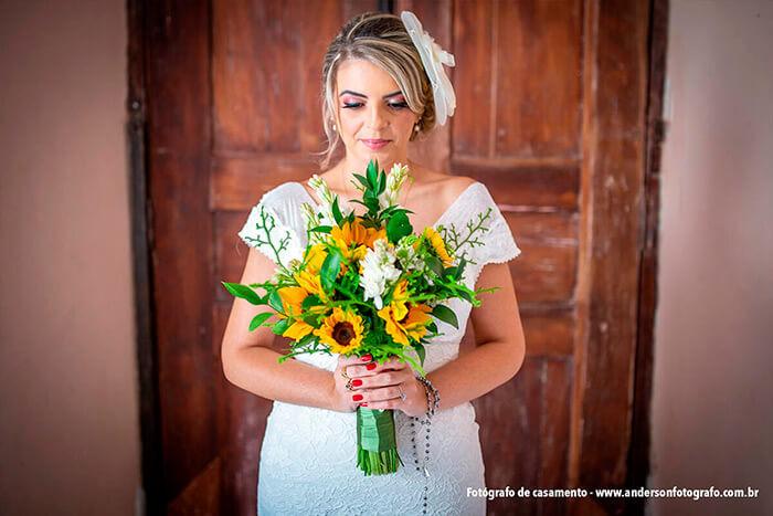 noiva-de-frente-segurando-bouquet