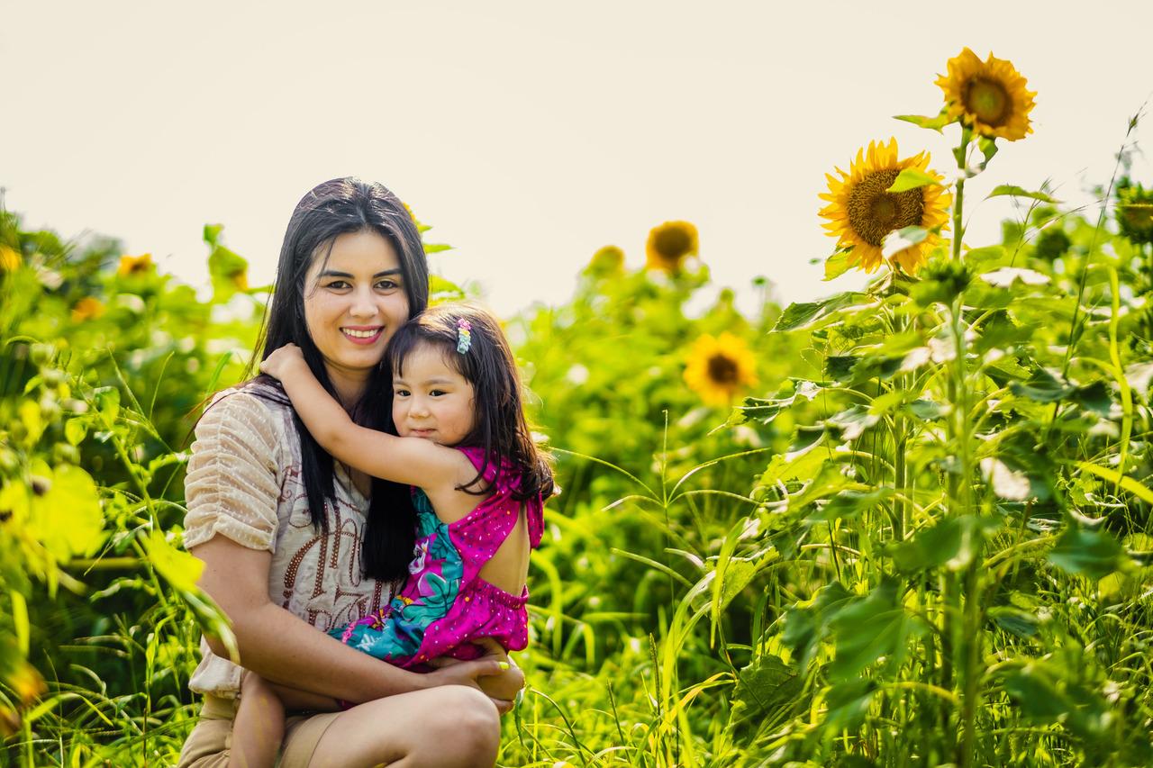 ensaio mae e filha no japao, ensaio nos campos de girassois no japao, ensaio familiar no japao, fotografo de familia no japao, arisa kids