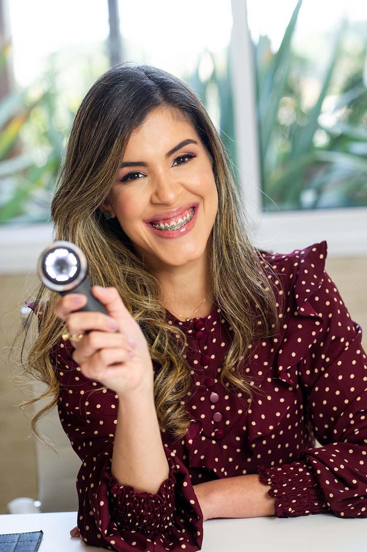 retrato lifestyle da Dra Ana Carolina (Dermatologista)