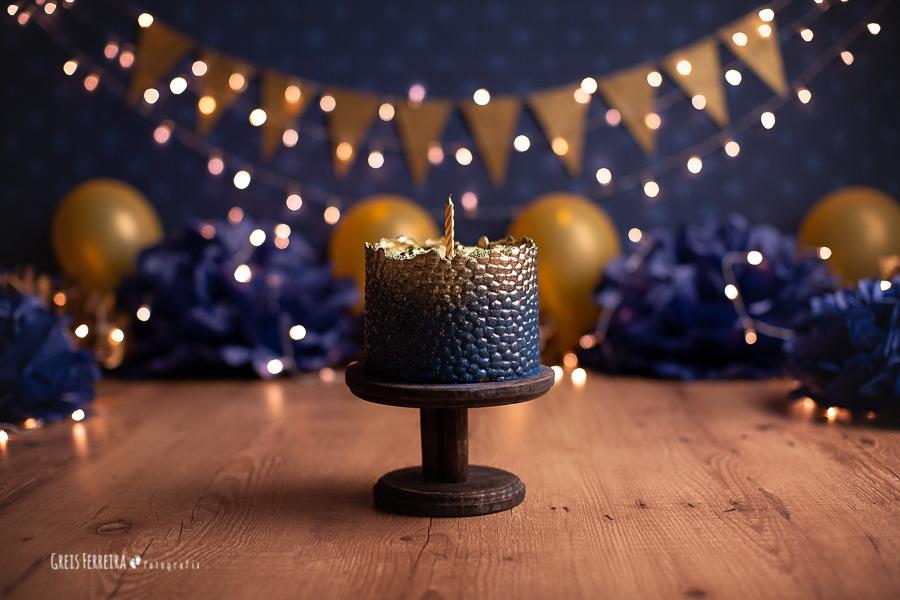 ensaio de bebê bolo smash the cake azul e dourado